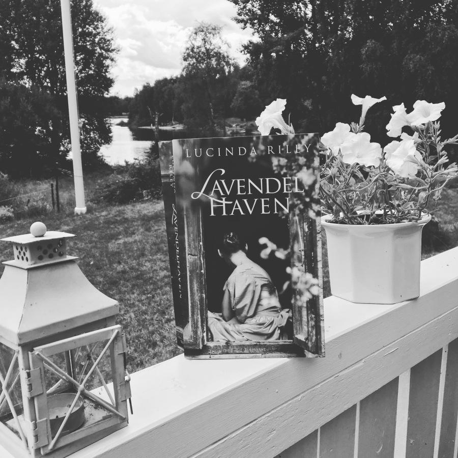 Boganmeldelse: Lucinda Riley –Lavendelhaven