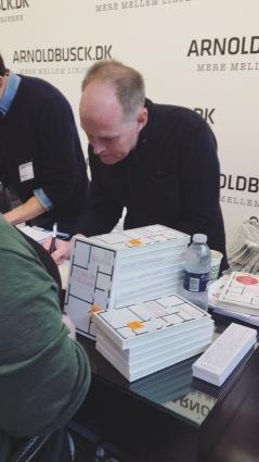 Geir Gulliksen signerer